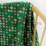 Ткань из коллекции Рождество в кружочках: Снежинки. Зеленая