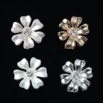 Серединка для бантика Цветочек 13 мм серебро с белым 1 шт.