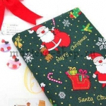 Ткань из коллекции Подарки Санты: Санта и Рудольф. Зеленая